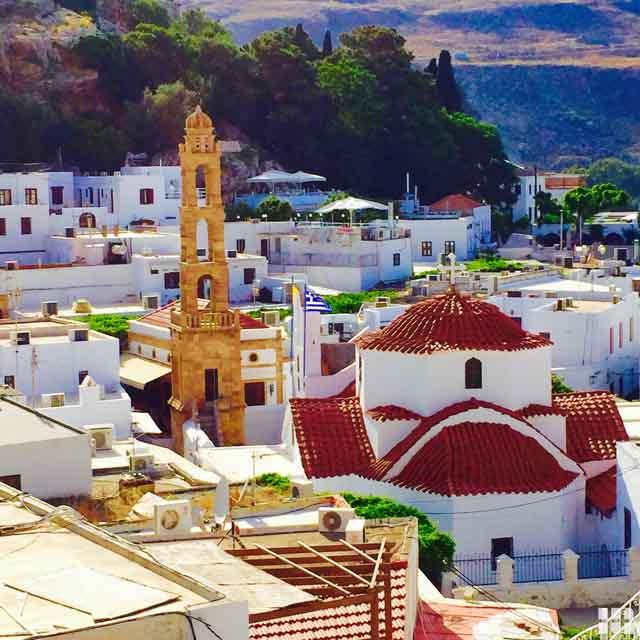 Blick auf Rhodos Stadt mit Kuppeln
