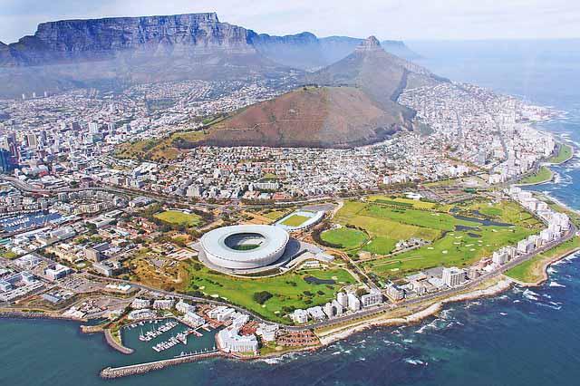 Kapstadt aerial view mit Stadion und Tafelberg