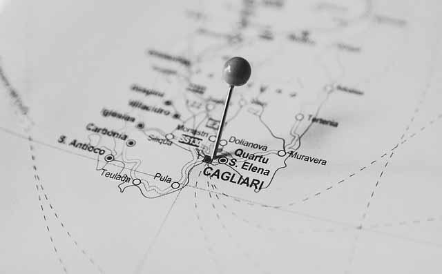 Landkarte mit Pin auf Cagliari