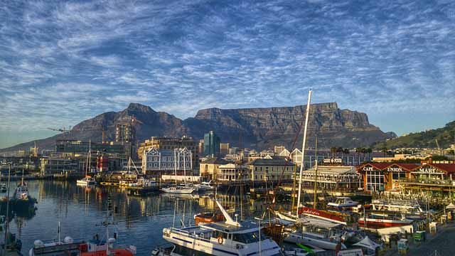 Vicoria and Alfred Waterfront Tafelberg