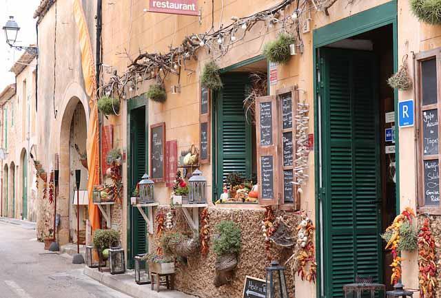 typische Gasse in Palma de Mallorca