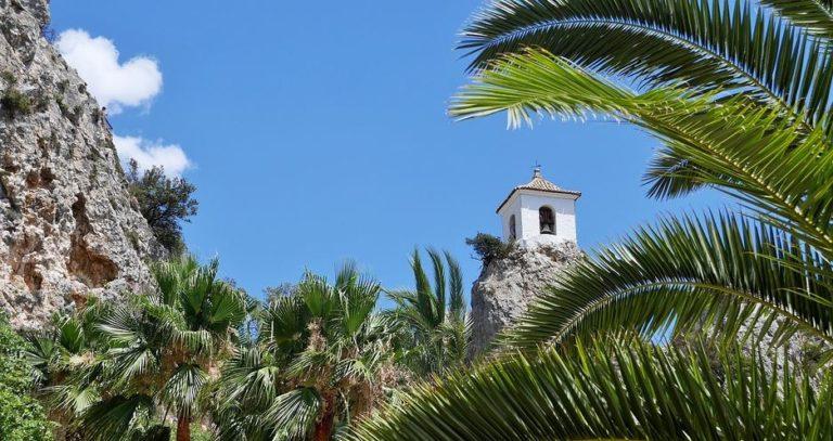 Alicante Guadalest Blick mi Palmen