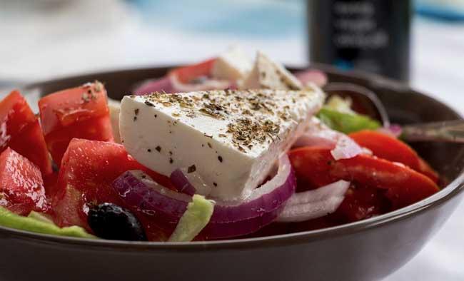 Griechischer Salat mit Tomaten