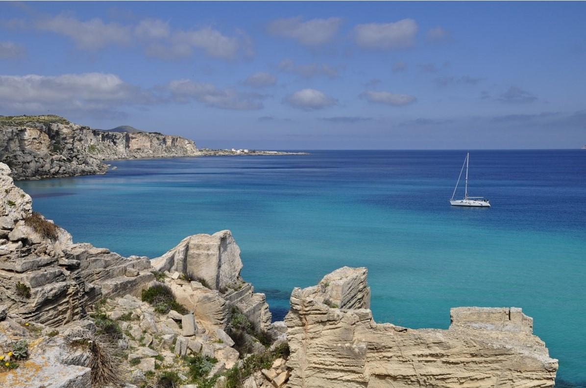 Sardinien Blick auf Meer mit Boot