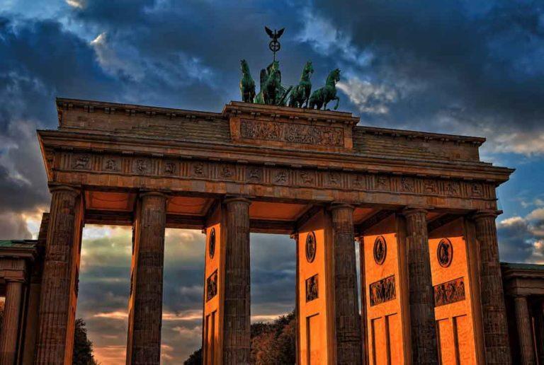 Brandenburger Tor in Berlin Mietwagen Preisvergleich