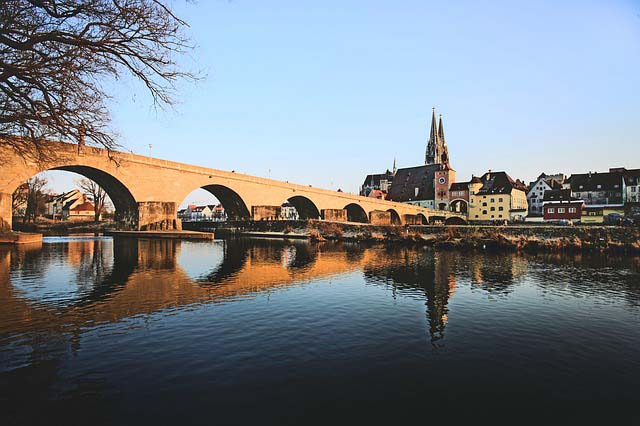 Regensburg Fluss mit Bruecke