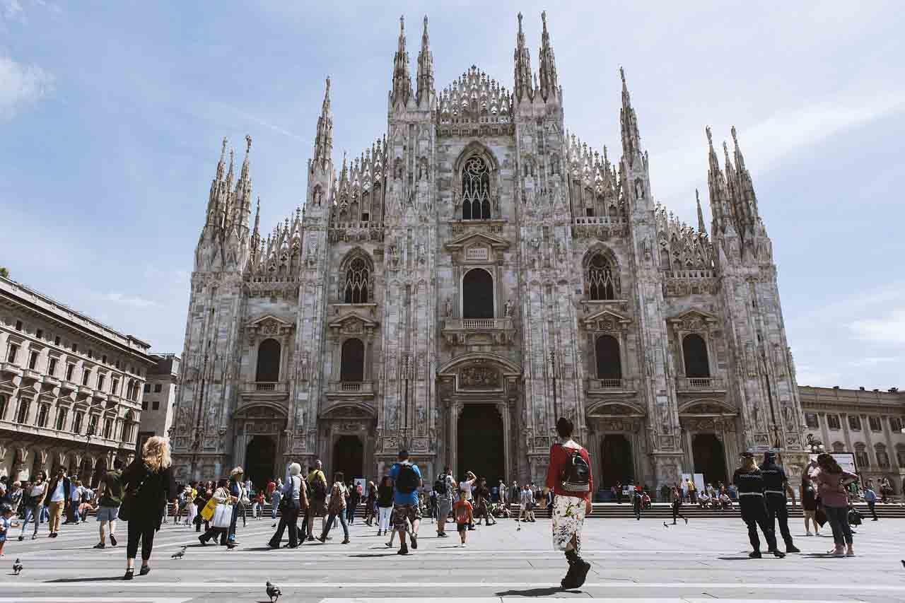 Dom in Mailand unter tags Mietwagen