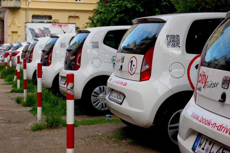 Stuttgart Autovermietung verschiedene weisse Autos