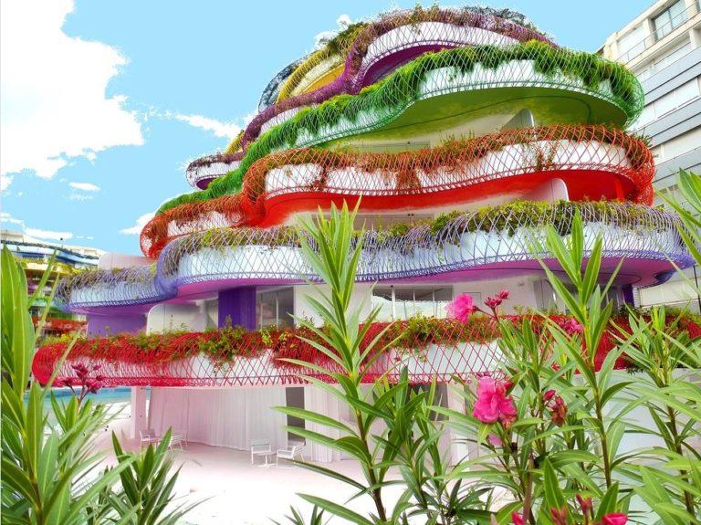 Eigenwilliges buntes Haus auf Ibiza