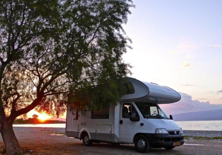 Wohnmobil am Strand - Campingurlaub