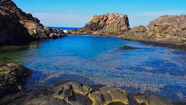 Bucht mit Felsen auf Fuerteventura