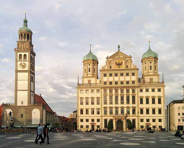 Rathaus und Perlachturm in Augsburg