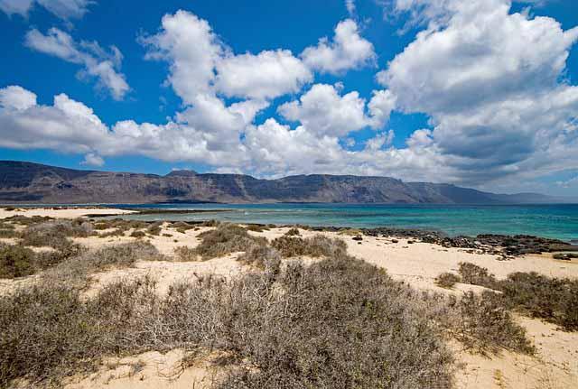 Sandstrand Lanzarote mit Duenen