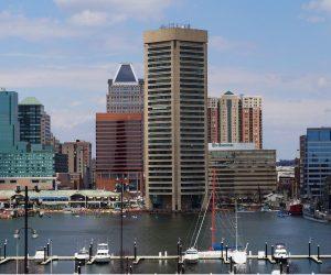 Baltimore Skyline tagsueber Mietwagen-Preisvergleich