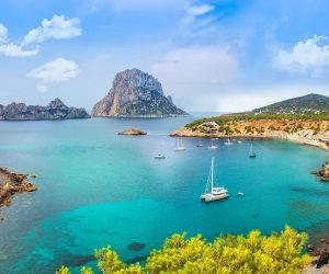 Bucht auf Ibiza mit Segelschiff Mietwagen Preisvergleich