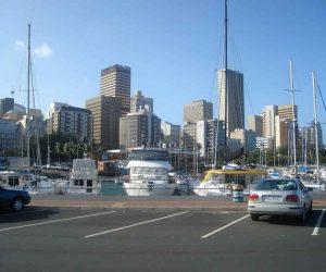 Durban Suedafrika Skyline mit Mietwagen